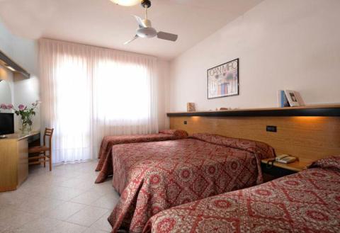 Foto HOTEL COLORADO  di SOTTOMARINA