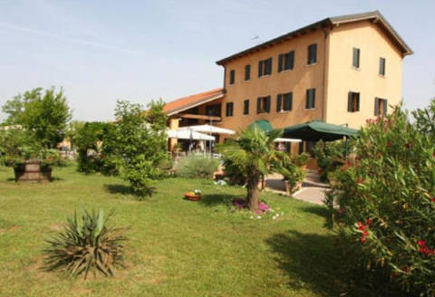 Foto CASA VACANZE COUNTRY HOUSE COUNTRY CLUB di CA' NOGHERA