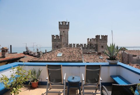 Photo AFFITTACAMERE MEUBLE ADRIANA  a SIRMIONE
