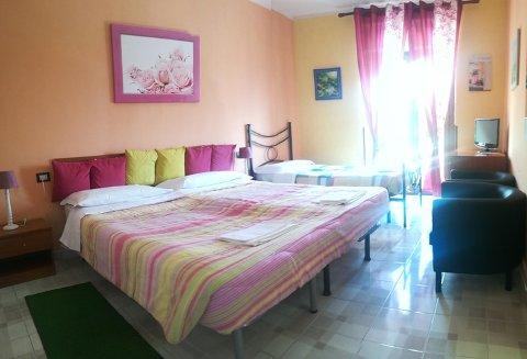 Foto AFFITTACAMERE BED AND BREAKFAST CAMERE AURORA di POGGIO PICENZE