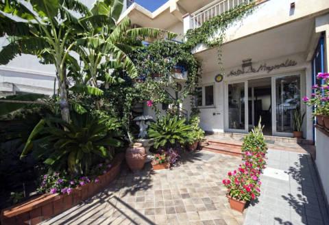 Foto HOTEL  LA MAGNOLIA di ALÌ TERME