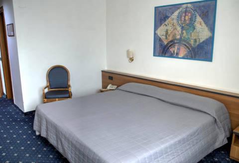 Foto HOTEL  QUADRIFOGLIO NAPOLI di CASTELLO DI CISTERNA
