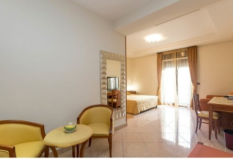 Foto HOTEL RANCH PALACE  di NAPOLI