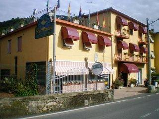 Foto HOTEL LA MIMOSA  RISTORANTE di ARCOLA