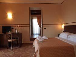 Foto HOTEL  RISTORANTE FEUDO DEGLI ULIVI di BORGIA