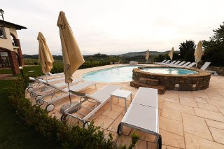 Foto HOTEL ANTICO PODERE TOTA VIRGINIA di SERRALUNGA D'ALBA