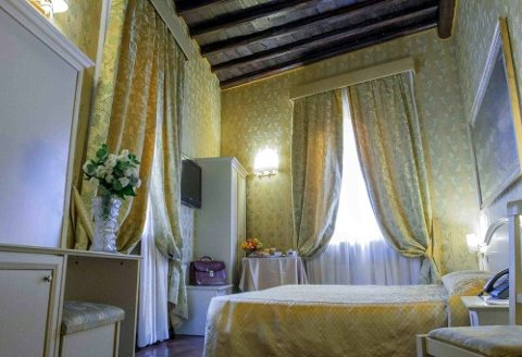 CANOVA TADOLINI LUXURY ROOMS AND SUITES - foto 3 (Doppia Classic)
