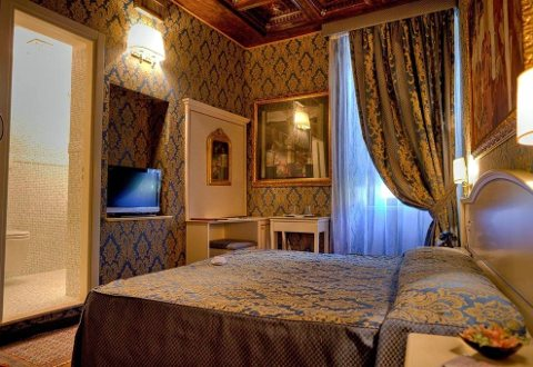 CANOVA TADOLINI LUXURY ROOMS AND SUITES - foto 4 (Matrimoniale Classic)