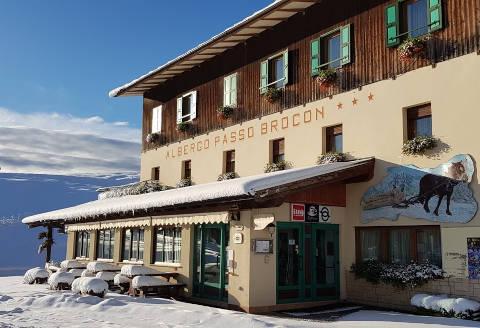 Foto HOTEL ALBERGO PASSO BROCON di CASTELLO TESINO