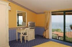 Foto HOTEL  RIVA DEL SOLE di MONIGA DEL GARDA