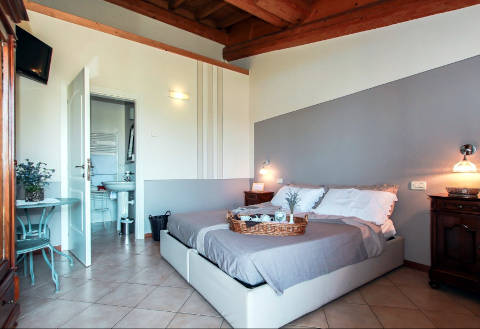 Foto APPARTAMENTI GARDA COUNTRY HOUSE - A CASA DI ISABELLA di LONATO DEL GARDA