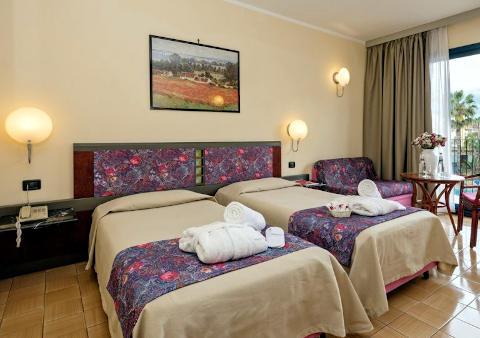 Foto HOTEL  CAESAR PALACE di GIARDINI NAXOS
