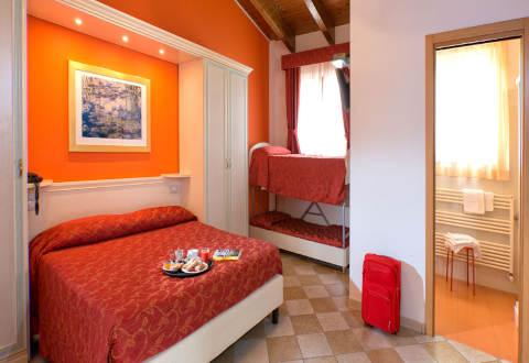Foto HOTEL  RISTORANTE CASA ROSSA di ALBA ADRIATICA