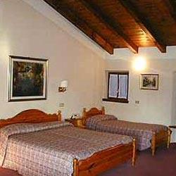 Foto HOTEL ALBERGO RISTORANTE AL CACCIATORE di VALEGGIO SUL MINCIO