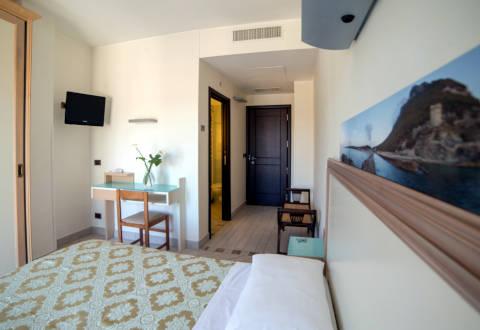 Foto HOTEL  RISTORANTE IL GABBIANO di SABAUDIA