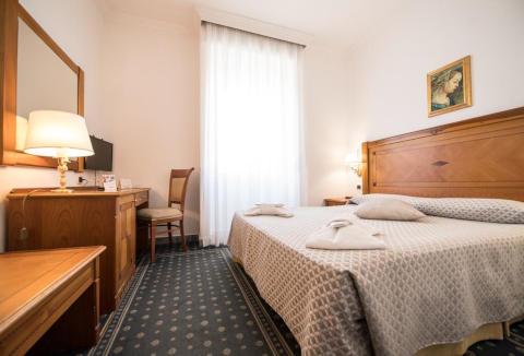 Foto HOTEL NOVA DOMUS  & SUITES di ROMA