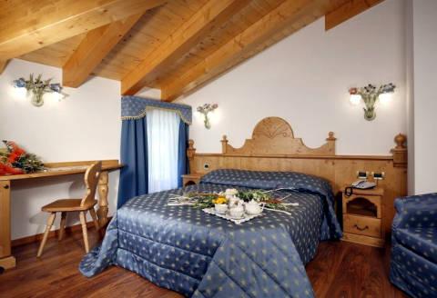 Foto HOTEL  MOUNTAIN RESORT di COMMEZZADURA