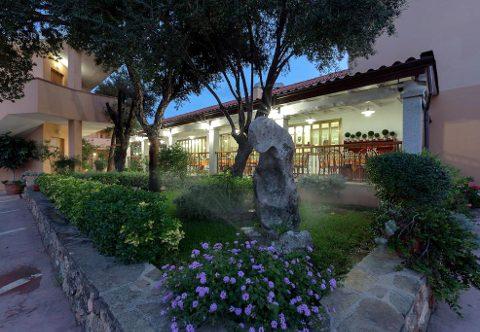 Foto HOTEL  RISTORANTE DONATELLA di POSADA