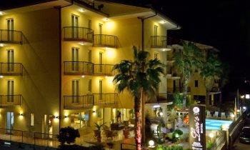 Foto HOTEL LION'S  di FALERNA
